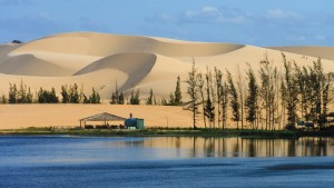 Intrepid-Travel-Peregrine-Adventures-vietnam_mui-ne_sand-dunes_131634443